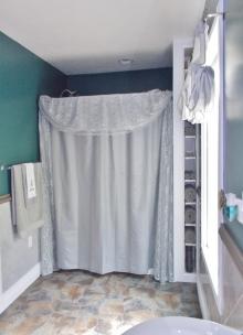 Bathroom Downstairs Left